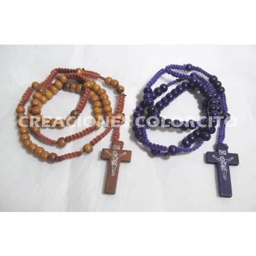 rosario de madera en color beige y morado